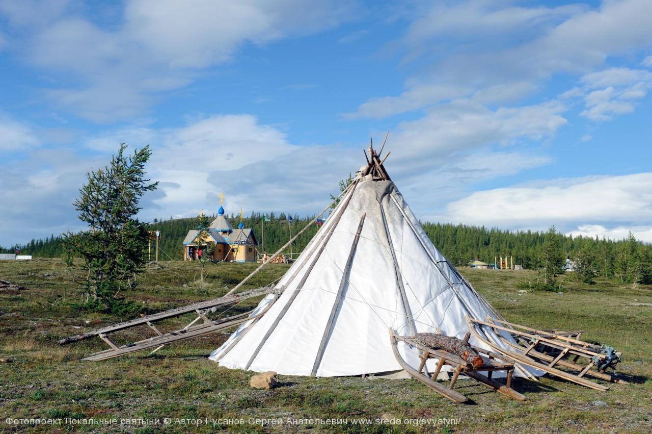 Ненецкие чумы в лагере Земля Надежды