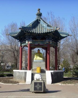Калмыкия Элиста Ротонда и статуя «Будда Шакьямуни»