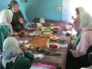 Общинная трапеза после усердного моления