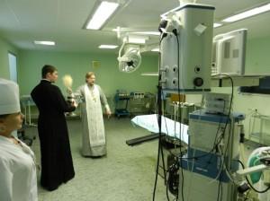 Освящение больничных помещений, о. Михаил