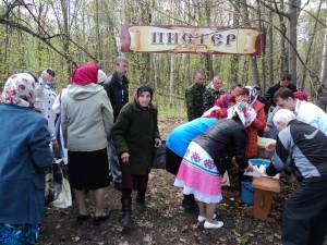 перед входом в рощу надо мыть лицо и руки 10-05-2013. д.Исменцы Звениговского р-на РМЭ