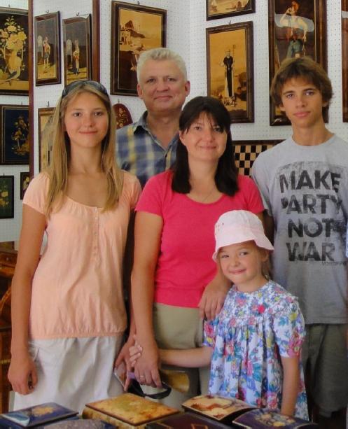 Юлия Синелина с мужем и детьми