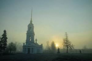 Автор фотографии: @volga_27.77 - Церковь Вознесения Господня в утреннем тумане. Апрель 2016. Калязин, Тверская область. #храмы_зр #рассвет